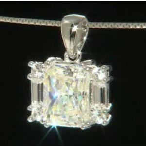Jewelry - 🎁Fabulite Strontium Titanite Pendant 3 carat